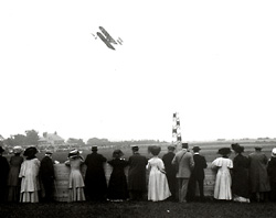 Charles Rolls flying at the 1910 Bournemouth International Aviation Meeting. Click for full size image